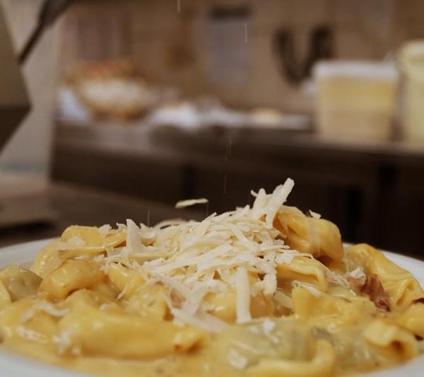 Tortellini in Schinken - Käse - Sahne - Sauce